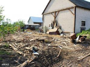 Koparko-ładowarką niszczył gospodarstwo swojej rodziny i chciał rozjechać policjantów